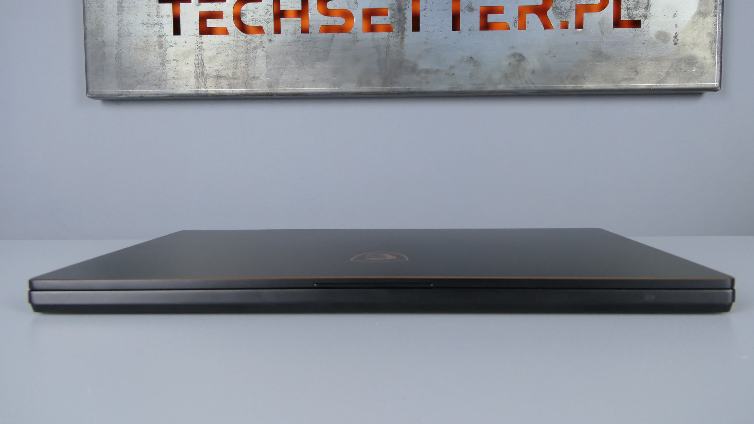 MSI GS65 Stealth Thin 8RF - front notebooka